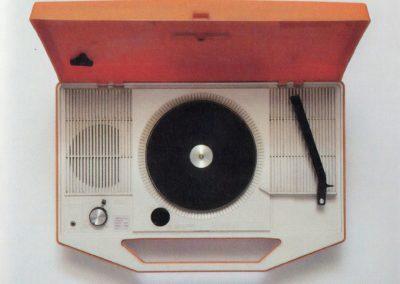 Lecteurs vinyles portables japonais - Emi Itsuno (2030)