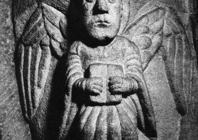 Selestat - ange avec un livre