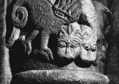 Selestat - chapiteau décoré de deux griffons